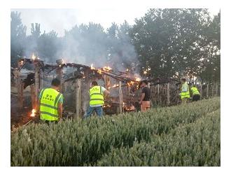 单县一养殖厂棚发生火灾,雷锋救援队紧急出队!